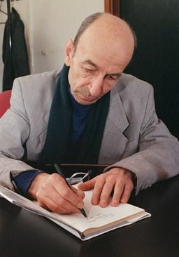 Борис Димовски илюстрира епиграмите на своя приятел Радой.