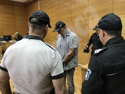 Георги Сапунджиев дойде в съда сам СНИМКА: Ваньо Стоилов СНИМКА: 24 часа