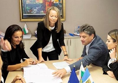 Дани Каназирева (в средата) и екипът й набелязват най-важните приоритети за Пловдив.