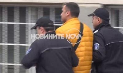 """Йордан Петков, по-известен като Данчо Катаджията, е задържан в """"Пирогов"""" и отведен в следствения арест в Ловеч. Кадър Нова тв"""