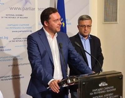 Даниел Митов и Тома Бикова Кадър: Фейсбук