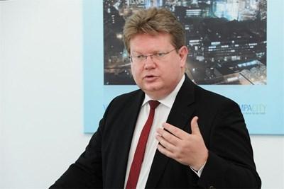 Д-р Арнд Нойхаус, председател на борда на директорите на РВЕ - Германия СНИМКА: 24 часа онлайн