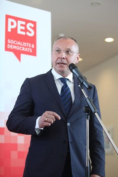 Станишев с нов партиен рекорд - десетилетие начело на европейските социалисти