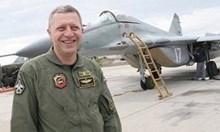 Няма да махат ген. Стойков от ВВС, има големи заслуги в сделката за F-16
