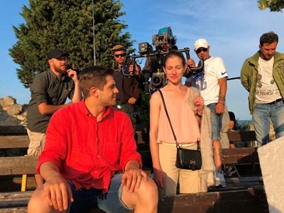 Иво Аръков играе спасител на басейн на хотел в Слънчев бряг. СНИМКИ: БИ ТИ ВИ