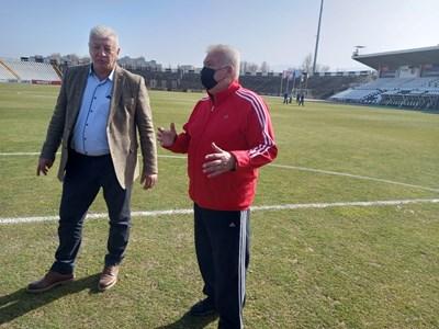 Христо Бонев изрази преди време болката си пред кмета Здравко Димитров от забавянето на строителството на стадиона.