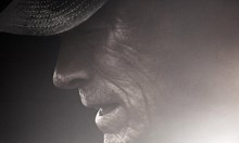Клинт Истууд режисира себе си в ролята на 90-годишния трафикант Ел Тата