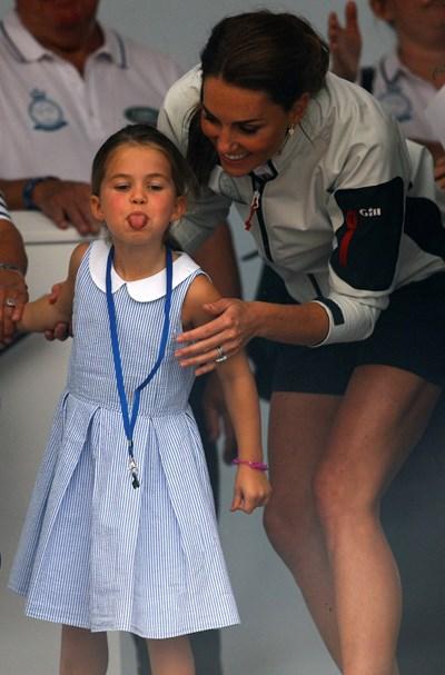 Принцеса Шарлот и Кейт Мидълтън СНИМКИ: Ройтерс