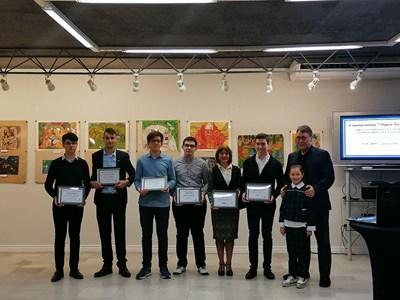 """Даровити ученици и студенти получиха стипендии """"Лука Бекяров"""""""