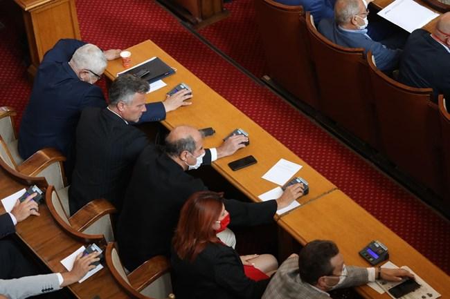 Парламентът отхвърли вота на недоверие към кабинета