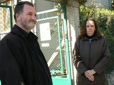 Венцислав и Ренета Тодорови чакат начало на делото.