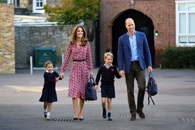 Принцеса Шарлот, Кейт Мидълтън, принцовете Джордж и Уилям СНИМКИ: Ройтерс