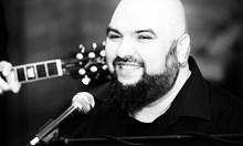 Господин Веско Маринов, ние обикновените музиканти никога нямаме осигурена вечеря или топъл душ след концерт
