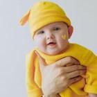 Една по-различна гледна точка: защо трябва да носим детето на ръце