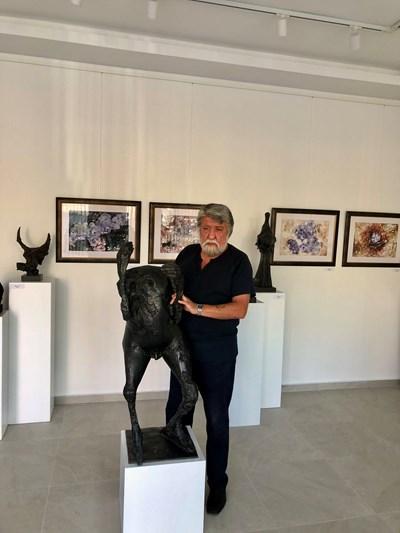 Вежди Рашидов ще представи 30 творби - скулптури, рисунки и акварели.