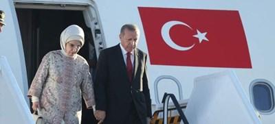 Президентът на Турция Реджеп Ердоган и съпругата му Емине  СНИМКА: Авторката