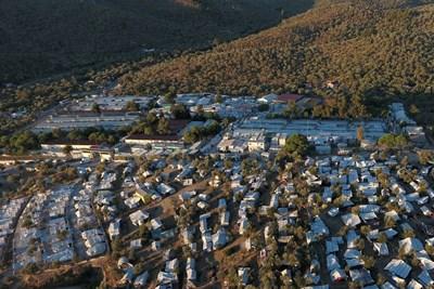 В лагера Мория на о. Лесбос се събраха над 10 хиляди души при капацитет от 3000. СНИМКА: РОЙТЕРС