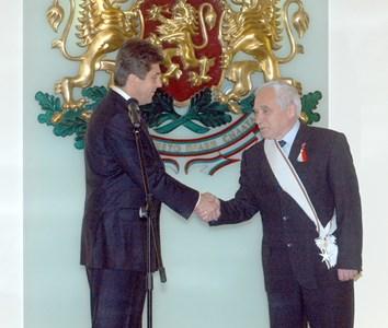 7 март 2005 г. Президентът Първанов награждава д-р Желю Желев с орден