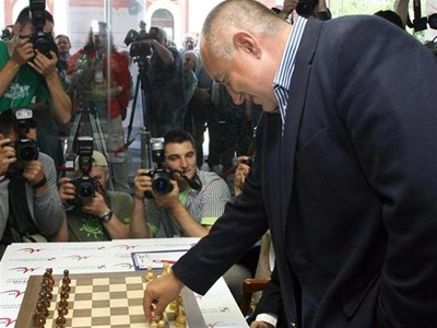 Премиерът Бойко Борисов демонстрира добра игра на шах.  СНИМКА: КРИСТИНА ЦВЕТКОВА