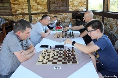 Дете от Франция също участва в шахматната надпревара.СНИМКИ: ОБЩИНА БАНСКО