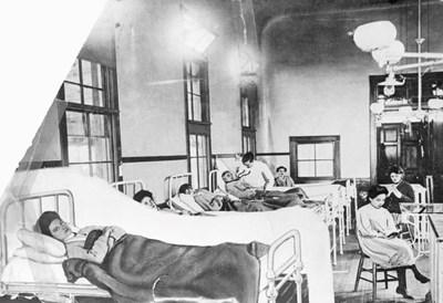 Недоволната Мери Малън в болницата, в която остава под карантина от 1914 г. до смъртта си през 1938 г.