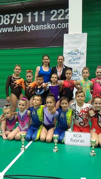 Бургаските акробати се открояваха с таланта си.
