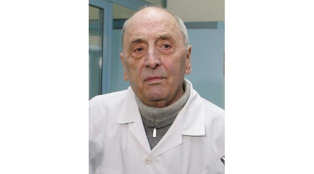 Почина проф. Драган Бобев, който спасяваше всеотдайно болни деца