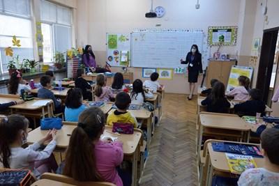 Учениците ще бъдат по-практически ориентирани с новите учебни програми. СНИМКА: Йордан Симеонов