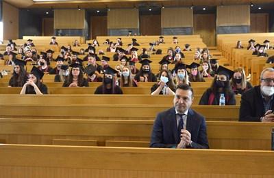 """Главният редактор на вестник """"168 часа"""" на първия ред пред дипломиращите се студенти от Факултата по журналистика на СУ СНИМКА: Йордан Симeонов"""