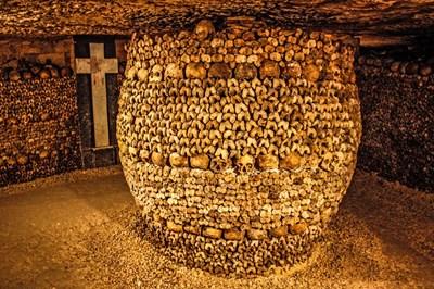 Подредбата на костите в катакомбите датира от 1810 г. СНИМКА: РОЙТЕРС
