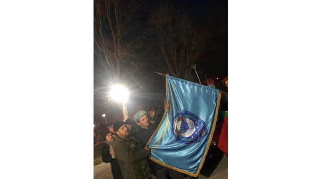 Около 500 протестират във Войводиново заради пребития командос (Снимки, видео)