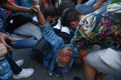Антиправителствени протести в ливанската столица Бейрут. Снимки: Ройтерс