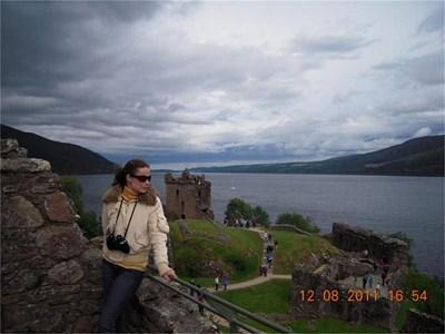 """""""Езерото Лох Нес - не ми направи толкова голямо впечатление, колкото очаквах. В музея изгледахме филмчета за чудовището Неси - първите сведения, какви са доказателствата, какви апаратури са вкарали, за да изследват дъното."""