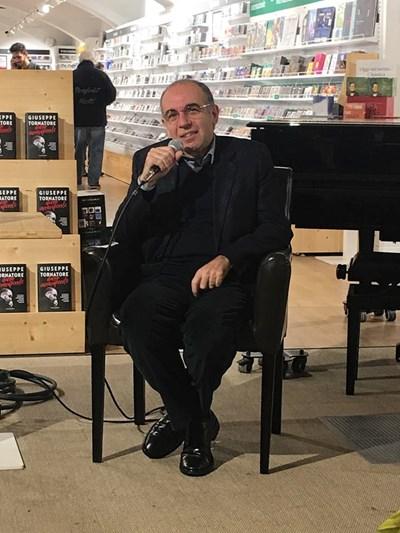 Джузепе Торнаторе разказа забавни случки на представянето на книгата си. СНИМКА: АВТОРЪТ