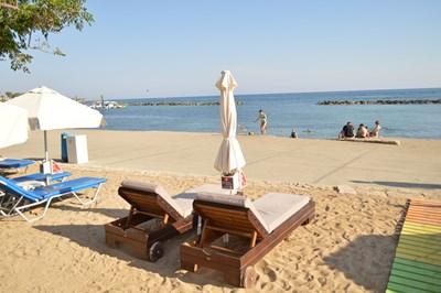 Кипърският курорт става и за уикенд, и за меден месец. СНИМКА: Авторът