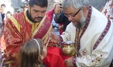 """Първа служба след 56 години в потопената черква на язовир """"Жребчево"""""""