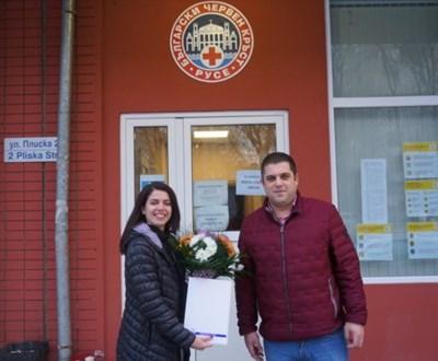 Директорът на БЧК–Русе Антоанета Ябанозова отбеляза своя рожден ден на работа, в близост до най-нуждаещите се