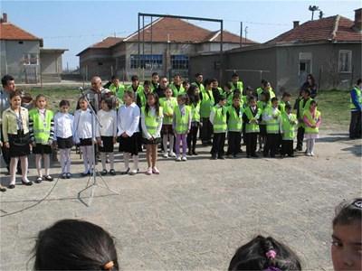 Участниците в Трета детска полицейска академия в с. Долни Цибър СНИМКА: КАМЕЛИЯ АЛЕКСАНДРОВА
