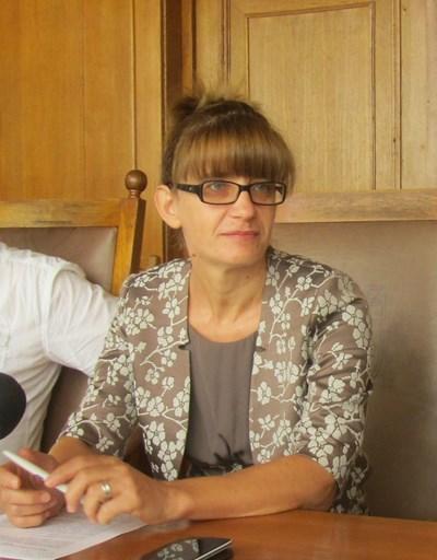 """Мариела Цонева, директор на общинската дирекция """"Проекти и програми"""", представи предстоящите дейности по обновяването на инфраструктурата на Западната индустриална зона на Велико Търново СНИМКА: Дима Максимова"""