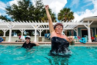 В топлата Флорида възрастните се къпят в басейни. СНИМКИ: САЙТ НА КОЛОНИЯТА