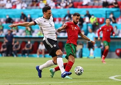 Бруно Фернандеш (вдясно) игра слабо и бе заменен срещу Германия