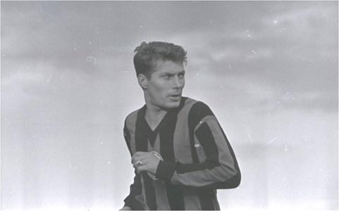 """Никола Котков с екипа на """"Локомотив"""" (Сф) през 1968 г. - преди да премине за кратко в """"Славия"""" и след това в """"Левски""""."""