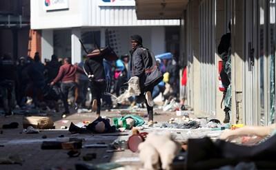 Жертвите в Република Южна Африка нарастват СНИМКА: РОЙТЕРС