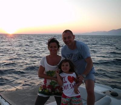 Акушер-гинекологът на почивка със съпругата си Мария и по-малката си дъщеря Карина.