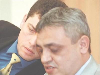 """Тенчо Попов (вдясно) като главен секретар на финансовото министерство по времето на Милен Велчев. СНИМКИ: """"24 ЧАСА"""""""