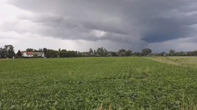 Отменени полети и влакове със закъснения в Германия заради бури (Видео)