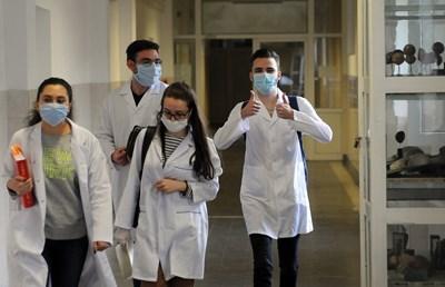 40% от гласувалите 600 студенти в анкета на Асоциацията на студентите-медици са готови да се включат като доброволци.  СНИМКА: ВЕЛИСЛАВ НИКОЛОВ