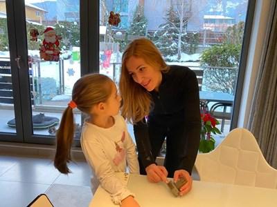 Николина Ангелкова с дъщеря й Далия.