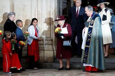 Image result for Меган Маркъл с първата официална проява с кралица Елизабет Втора