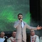 Младият арх. Пламен Пламенов Мирянов рецитира на лятната сцена на Борисовата градина. СНИМКИ: РУМЯНА ТОНЕВА